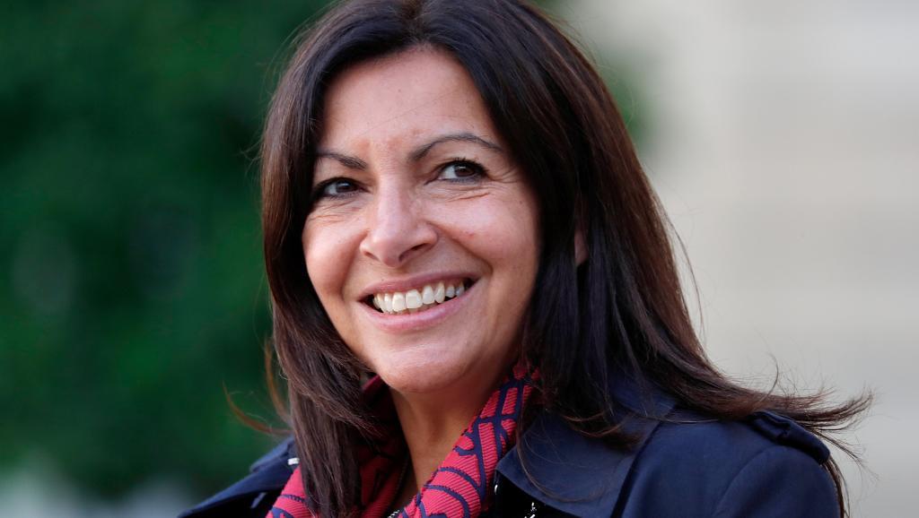 Ana Hidalgo prohibe la circulación de coches de gasolina para 2030