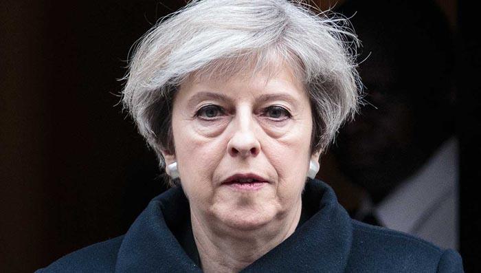 May coloca a los conservadores británicos al borde de una rebelión interna