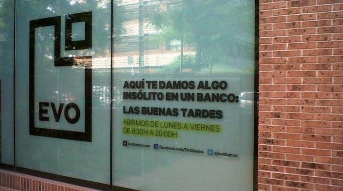 Decenas de trabajadores afectados por los despidos de Evo Banco