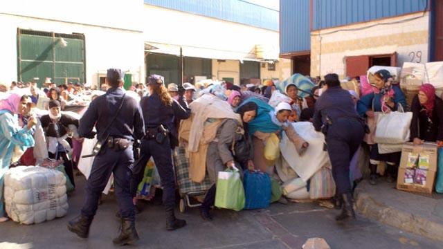 La tragedia de dos mujeres muertas atrapadas por una avalancha en el lado marroquí de la frontera con Ceuta
