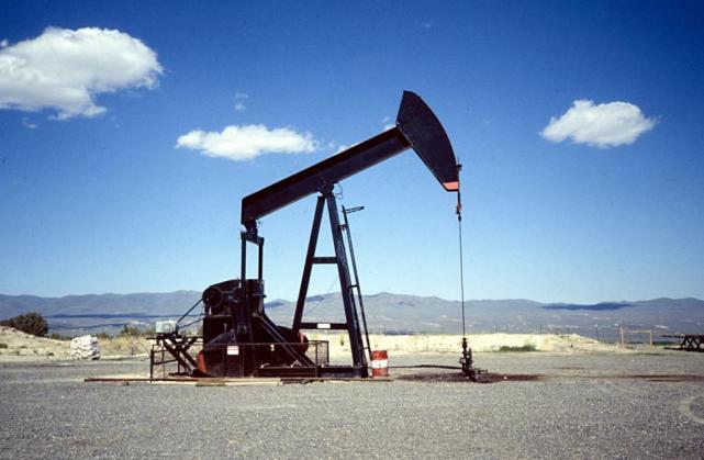Se derrumba más de un 3% el precio del petróleo
