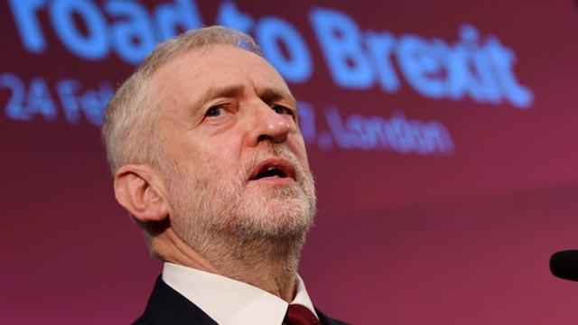Corbyn toma las riendas y visitará a los líderes europeos para renegociar el 'Brexit'
