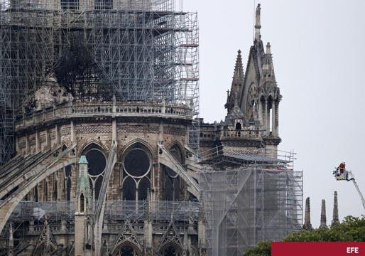 Notre Dame sigue en pie