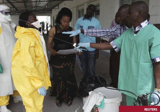 El ébola se extiende en el Congo por falta de recursos