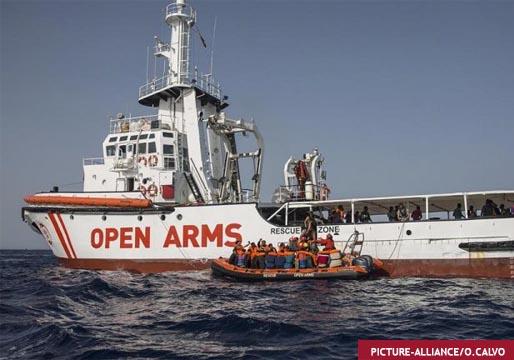 España envía un buque de la Armada a salvar a los migrantes del 'Open Arms'