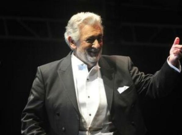La Scala de Milán confirma que actuará Plácido Domingo y no suspenderá ninguna de sus actuaciones.