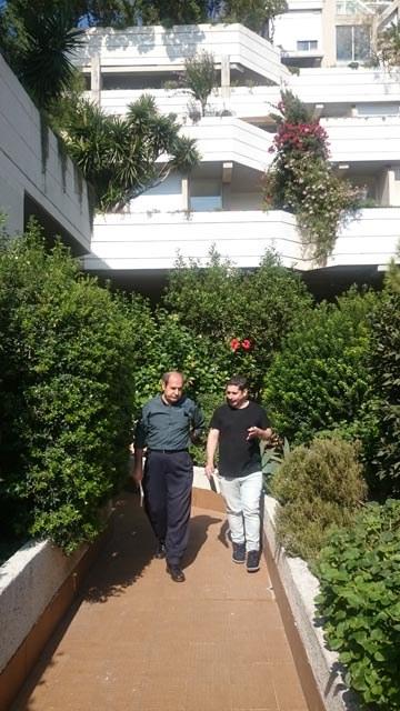 J. Nicolás Ferrando y Antonio Cortés recorriendo una senda verde del Espai Verd. Foto de Rafael Corcoles.