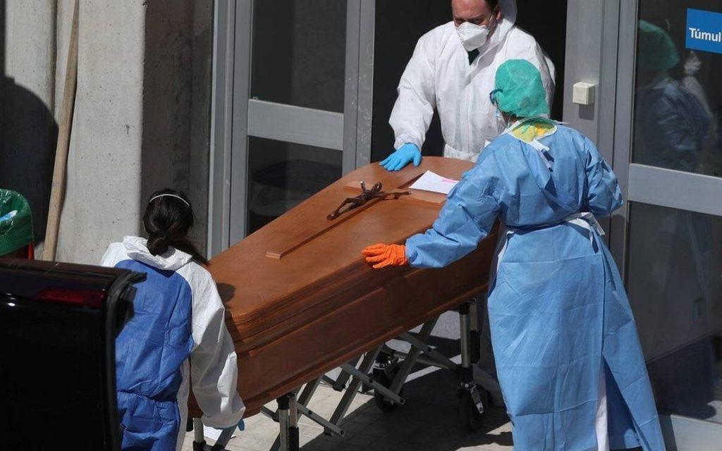 España vuelve a alcanzar un nuevo máximo de fallecidos diarios