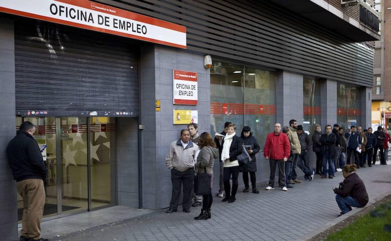900.000 empleos menos, 300.000 parados más