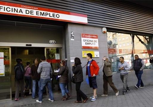 Sólo 68.000 cotizantes más en junio significa que la economía española está parada
