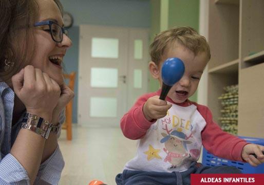 En España, veinte mil menores crecen en una familia de acogida