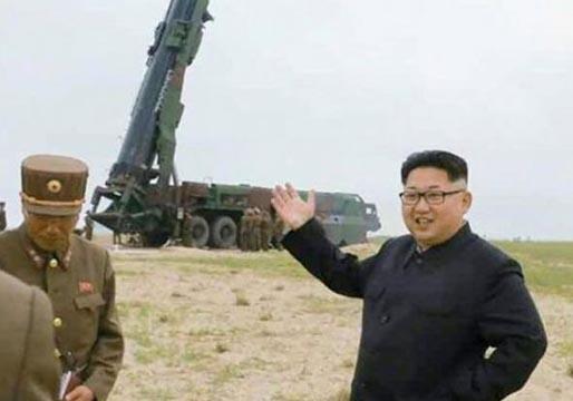 Corea del Norte lanza dos misiles en el mar de Japón