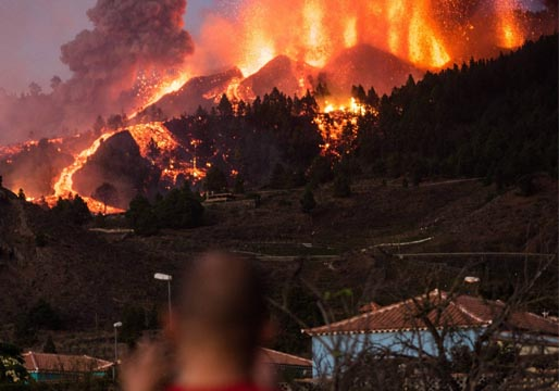 La lava destruye decenas de viviendas en La Palma