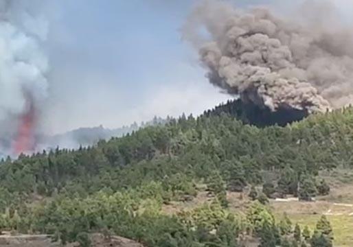 La nueva boca al sureste del cono del volcán emite menos cenizas