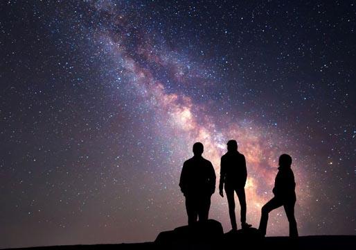 Mil señales cósmicas de radio FRB en 47 días